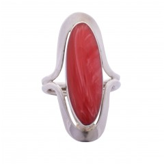 Sterling silver ring with long pink oval set in silver lips