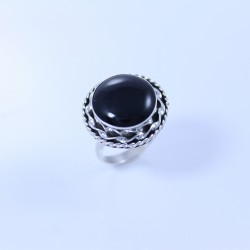 Sterling silver ring with onyx set in silver twist design
