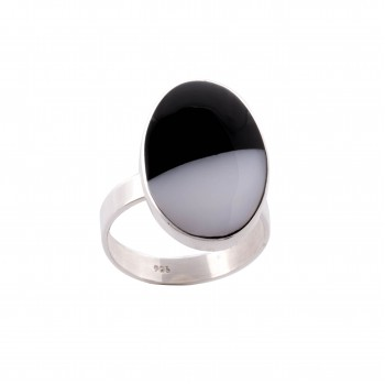 Sterling silver ring with black & white oval shell
