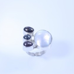 Sterling silver ring with oval mother-of-pearl and three dark pearls